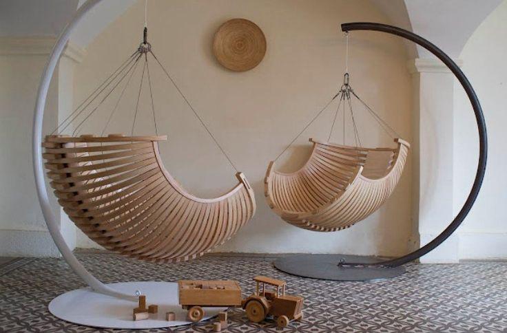sedie da esterni a sospensione in legno