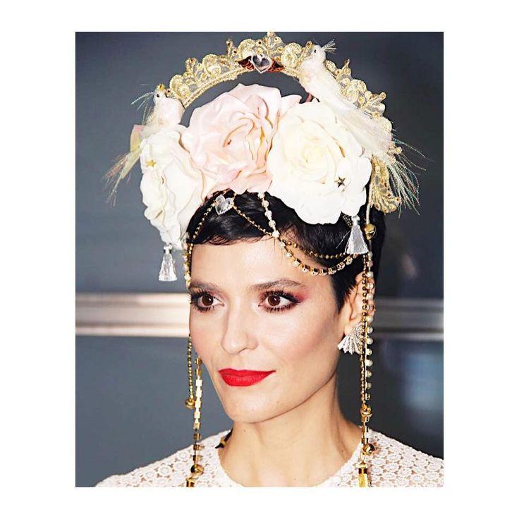 Vanessa Rozan arrasou com essa cabeça linda + make com batom vermelho e olhos esfumados