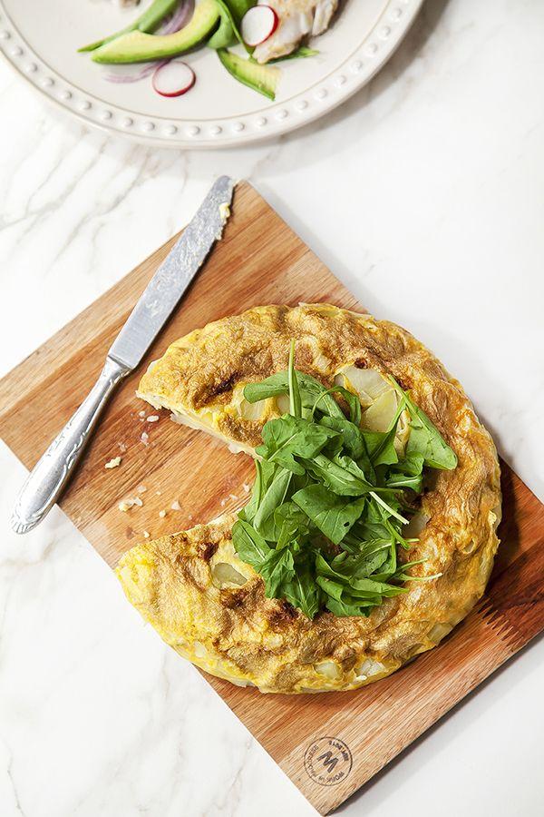 Divino Macaron: Ensalada de recula y brotola, con tortilla de papas en olla a presión sin aceite!