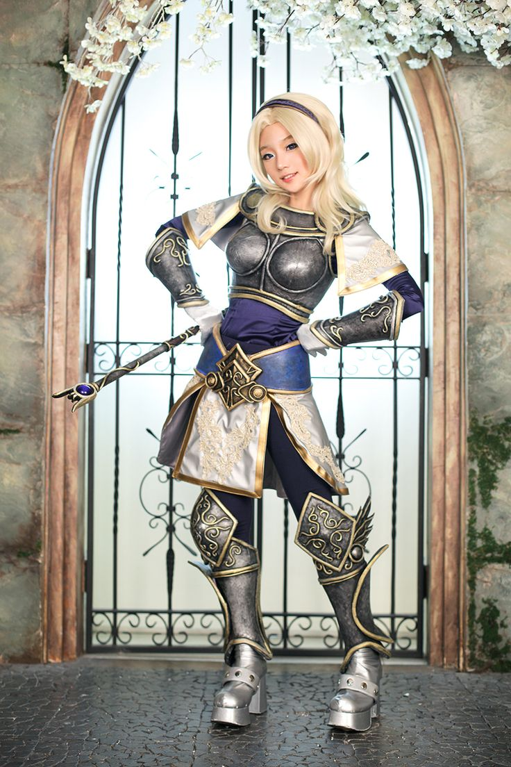 amazing lux cosplay. (league of legends)
