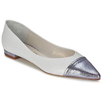 Actual y confortable, esta #bailarina de Paco Gil es ideal para llevarla día a día. Con su corte en piel y su color blanco, es el #modelo que esperábamos. El forro de la bailarina Gitte está compuesto de cuero. Encontramos igualmente una plantilla de cuero junto con una suela de cuero. ¡Esta bailarina es preciosa! #bailarinas #zapatos #pacogil #spartoo #moda #zapato #chic  http://www.spartoo.es/Paco-Gil-GITTE-x884184.php
