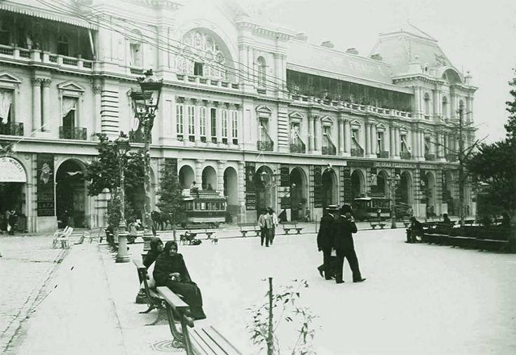 Plaza de Armas y Portal Fernández Concha de Santiago, c1900