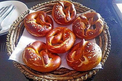 Brezen, ein sehr leckeres Rezept aus der Kategorie Brot und Brötchen. Bewertungen: 213. Durchschnitt: Ø 4,7.