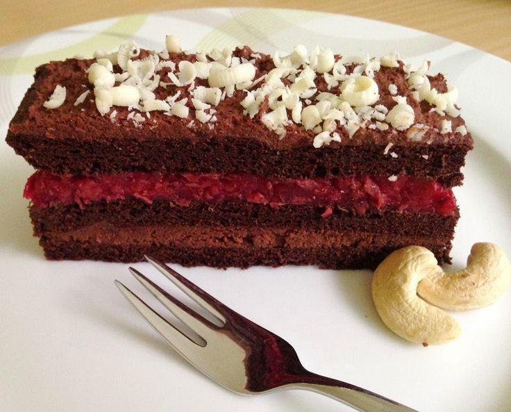 Alacsony szénhidráttartalmú diétás csokitorta (lisztmentes és cukormentes, paleo változatban is!)
