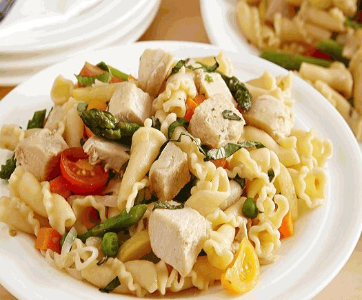 Tired of the same old food for dinner? Try our Creamy Jerk Chicken Pasta Recipe for a filling and tasty meal! It is a healthy dish that incorporates fresh pasta, fresh peppers, and cheese along with one of the most common sources of protein-chicken, and is a no fuss among children.