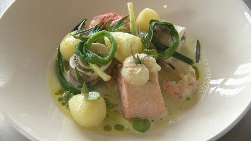 Steamed Seafood with Leek and Potato http://masterchefrecipe.net/steamed-seafood-with-leek-and-potato/