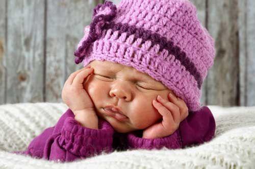 Wenn Sie für Ihr Kleines eine Babymütze häkeln möchten, dann sind Sie bei uns richtig. Mit unserer Anleitung geht das auch bei Anfängern einfach und schnell