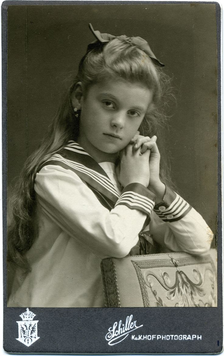 https://flic.kr/p/ec93JK | CDV Portrait of a young girl - Austria/Hungary - 1911 | Studio: Friedr. Schiller - Wien (Vienna)  img940