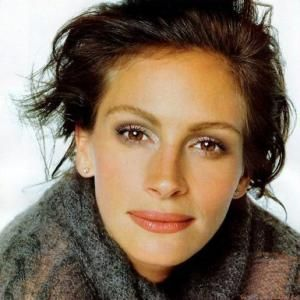 Dressing My Truth: Julia Roberts' Hair Makeup and Style