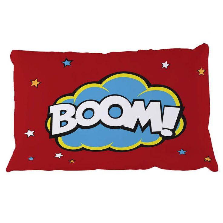Voici un coussin qui dynamisera la décoration de la chambre de votre enfant ! Avec ses belles couleurs et son effet bande dessinée, ce coussin dynamisera la décoration de la chambre de votre enfant Il complète parfaitement une pièce sur le thème des super-héros ou des comics.  1 format possible avec ce visuel :  50 x 70 cm