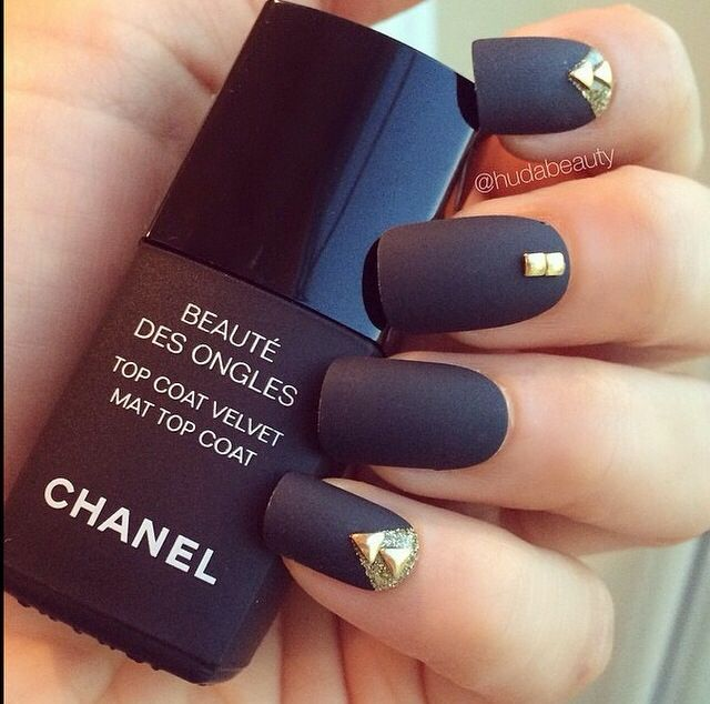 Matte Nail Polish Online: Matte Black Nails With Gold Studs