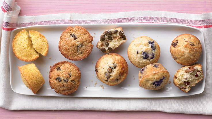 ... blueberry, chocolate chip, bran-raisin, cherry-pecan, or corn muffins