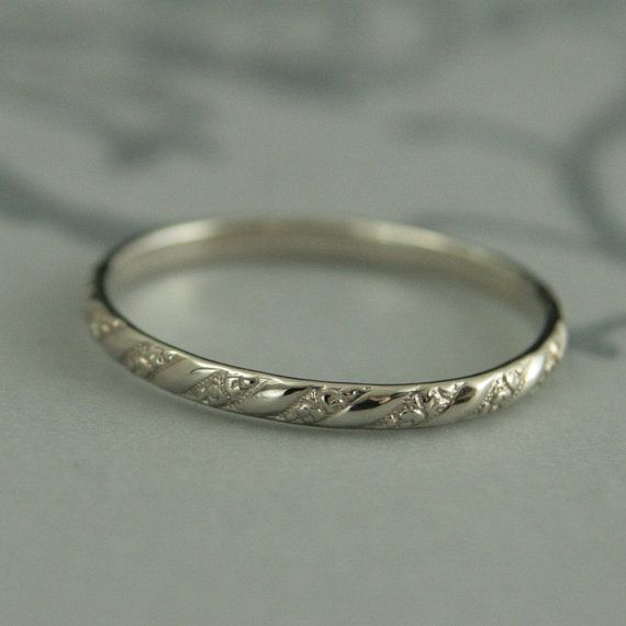 Thin White Gold Band--Versailles Pattern Band--Women's White Gold Wedding Ring--Vintage Style Wedding Band--Petite Gold Band SO PRETTY!  I WANT IT!