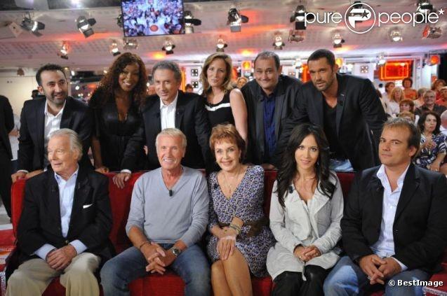 Michel Drucker et ses invités sur le plateau de l'enregistrement de Vivement Dimanche le 14 septembre 2011 à Paris