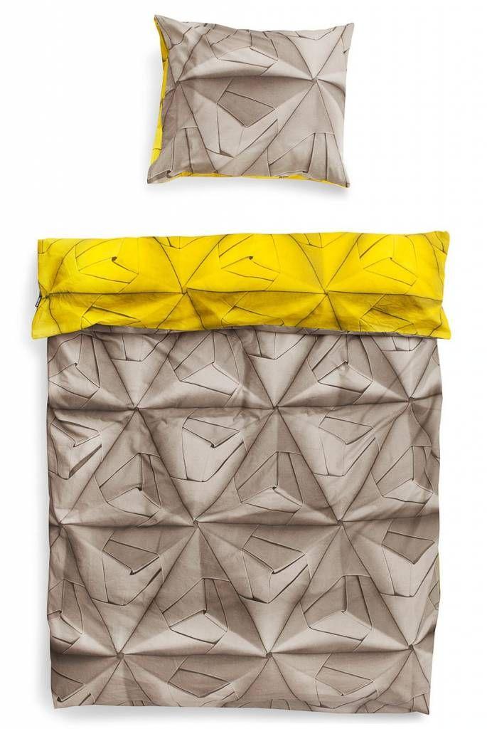 Dekbedovertrek Monogami van Snurk beddengoed. Dat is een indrukwekkend dekbed! De geogamiprint is vernieuwd en nu in drie uni kleuren verkrijgbaar. En het leuke