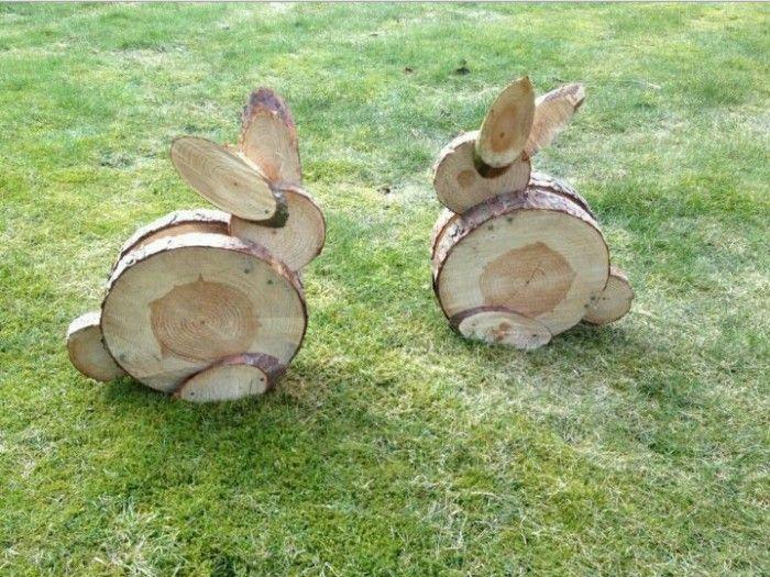Haasjes, gemaakt van schijven hout van verschillende maten aan elkaar gelijmd