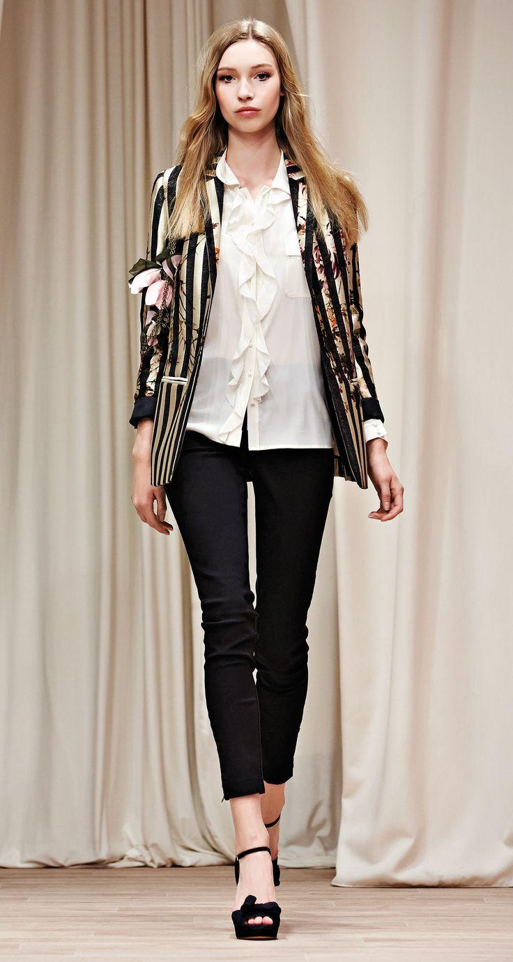 TWIN-SET Simona Barbieri, 2016 Summer collection: digital flower print jacquard fabric blazer, silk crêpe de Chine shirt, stretch leggings and suede platforms with bow.