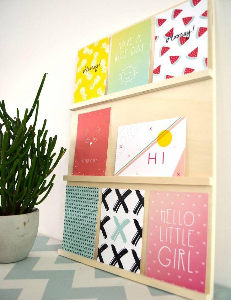 Hippe kaartenhouder voor foto's of wenskaarten. Te koop op www.yellowsky.shop            #hout #kader #kaarthouder #houder #kaartje #foto #muurdecoratie #muur #woonaccessoires #interieur
