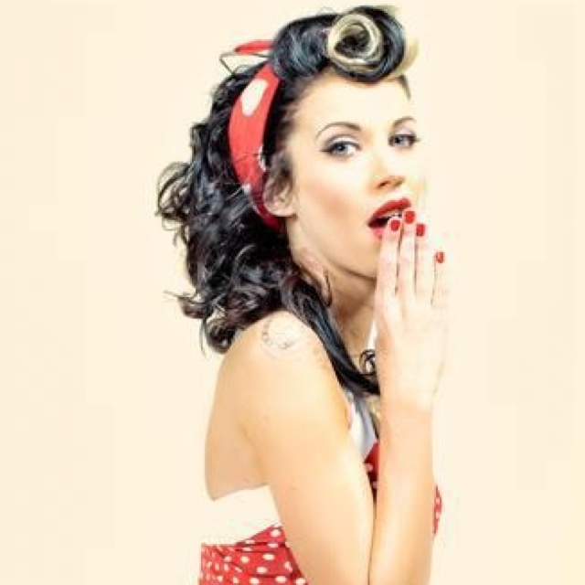 love the pin up style. The makeup is amazing