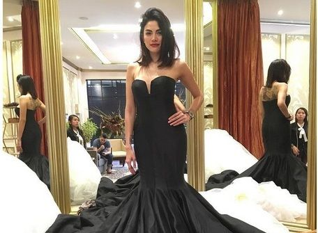 Nikita Mirzani Kabarkan Tunangan Bule Lagi? : Melalui akun Instagram pribadinya aktris seksi Nikita Mirzani membuat pengagumnya penasaran. Pasalnya dia mengabarkan telah bertunangan. Bule lagi?