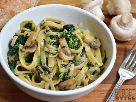 La recette gourmande du jour : les pâtes aux champignons, à la crème fraîche et aux épinards !