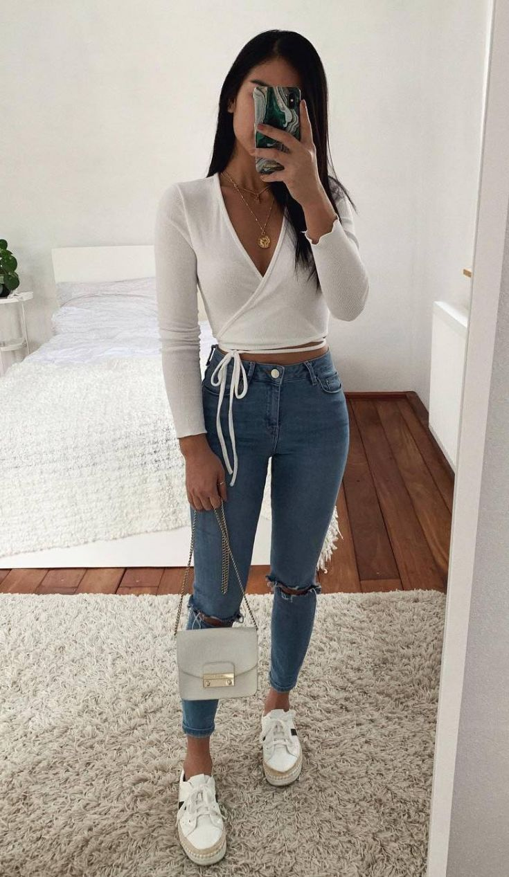 30 Chic Ways To Wear Jeans This Spring