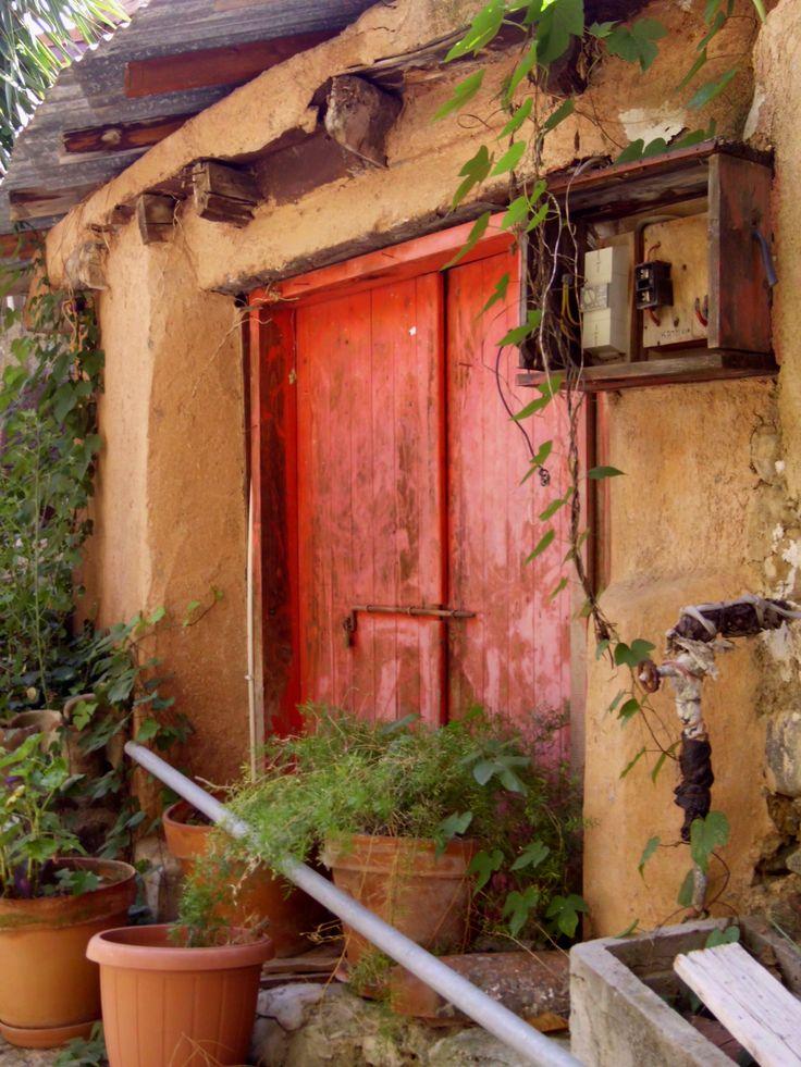 Puertas de colores le dan luz a sus calles...