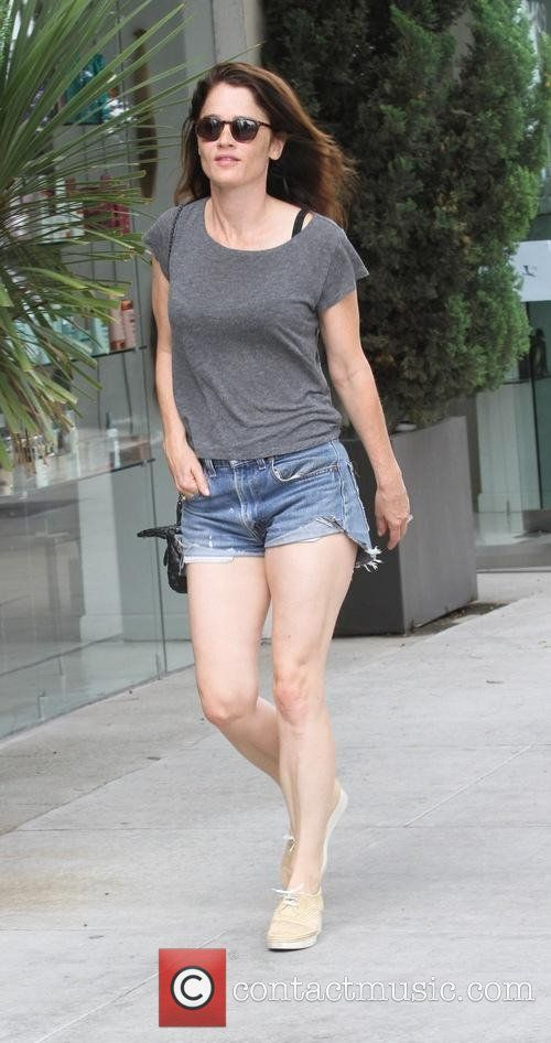 robin tunney goes shopping in 4858017