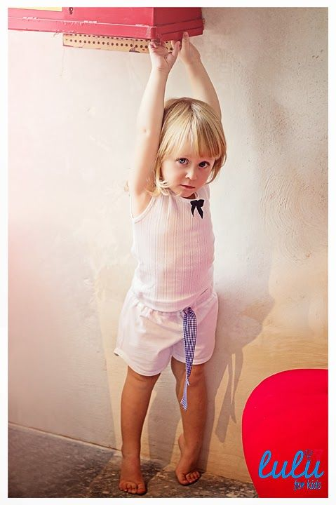 Wear it when it's hot! Cute pyjama with a colorfoul bow, which you can choose by yourself! Would you like blue one?