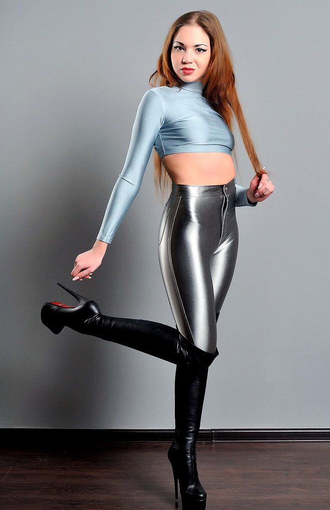 mouth-galleries-hot-girls-spandex