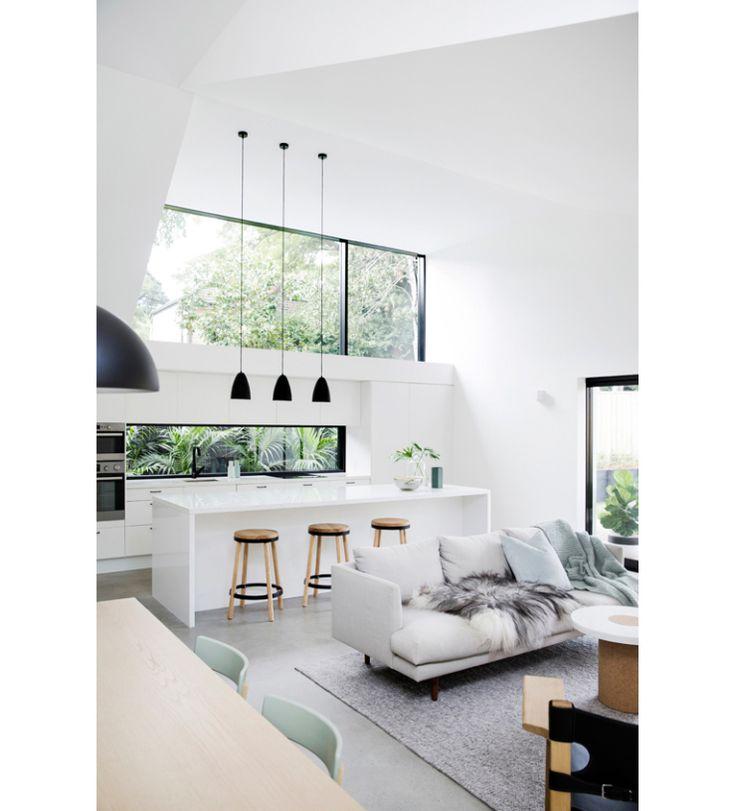 Dit witte huis heeft prachtige zwarte accenten