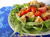 Insalata di pollo con rucola pomodorini e olive