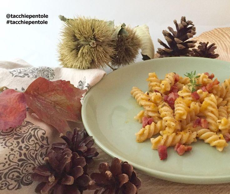 Fusilli con crema di zucca e pancetta aromatizzata alle erbe #ricetta di @Tacchiepentole