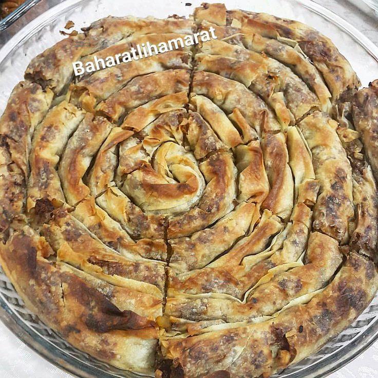 Efsane bir börek bu,  iddia ediyorum hem de acayip kolay. Çıtır çıtırliğindan bahsetmiyorum bile deneyin ve görün  Tarifi hızlıca…