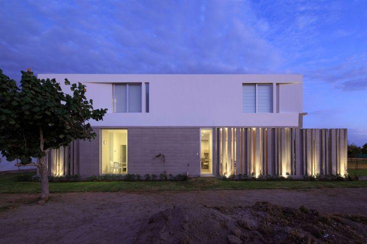 La Isla House by Llosa Cortegana Architects
