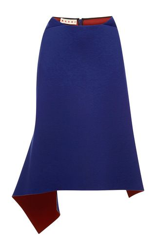 Это проклеенное Джерси **Марни** юбка с высокой талией, запахом эффект со швом на спине и асимметричным подолом с контрастной сталкивается с цветными блоками.