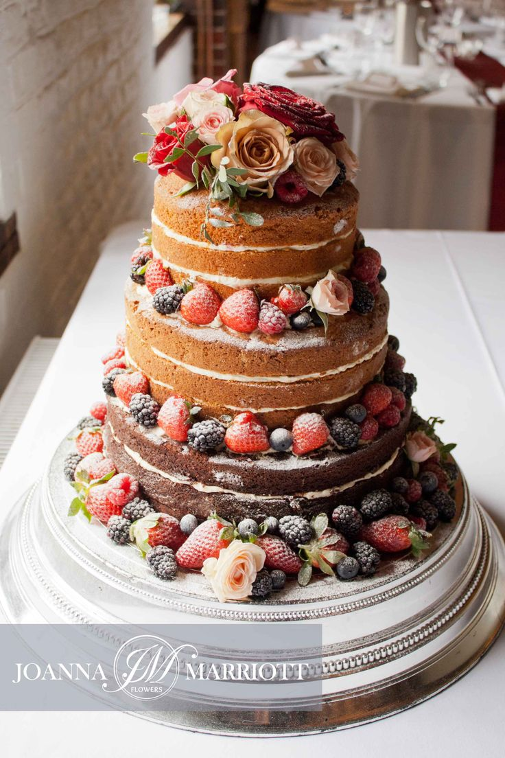 wedding cakes decorated with berries 34 best images about wedding cake floral decoration on 24155