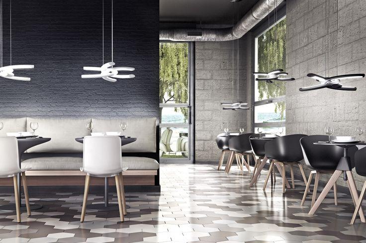 Lampa Zuma Line Knot w aranżacji nowoczesnej restauracji. Lampa nie tylko ładnie wygląda, ale także po zmroku dodaje niepowtarzalne światło.