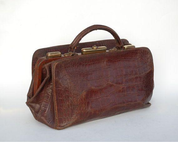 Ancien sac de médecin ou sac d'infirmière en cuir marron,  Fabrication française,  Type Gladstone