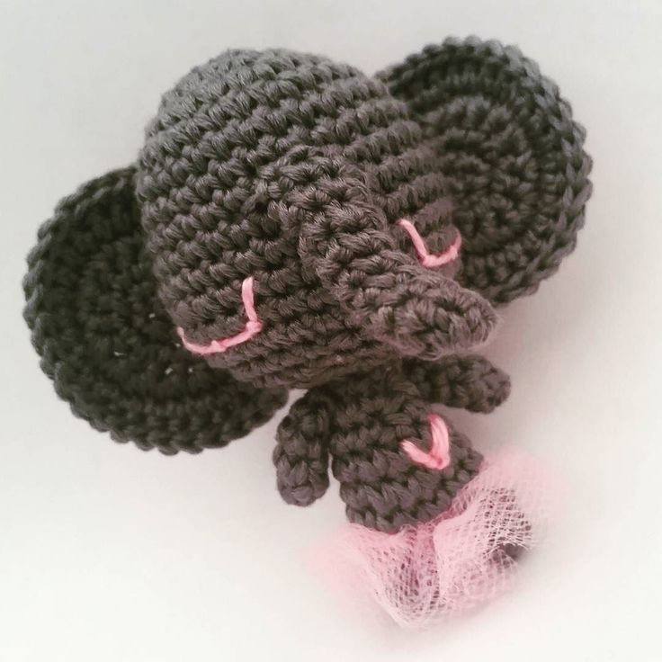 #mostridifilo #crochet #crochetlove #amigurumi #amigurumidolls #elfante  #elephant #ballerina #ballaballa #grigio #rosa #tutu #elefanteballerina #elefanticheballano #coseassurde #tagacazzo #like #mipiace #like4like #likers #followme #followmenow #ciao by mostridifilo