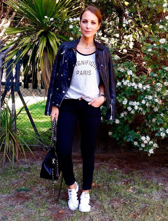 "deportivas de ADIDAS ""Superstar"", bolso de VALENTINO, cazadora de ANINE BING para VOGA BILBAO, reloj de MICHAEL KORS de FETICHE SUANCES, anillo del pulgar de THOMAS SABO"