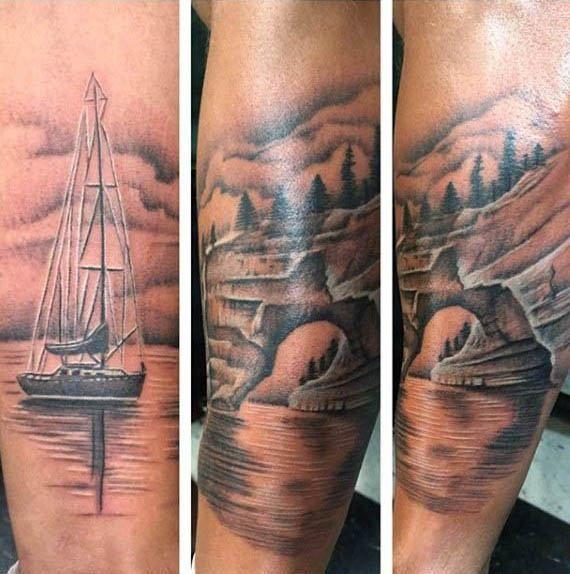 koele mens zeilboot op zee scène tattoo aan de buitenkant van de onderarm | Tatoeage ideeën foto