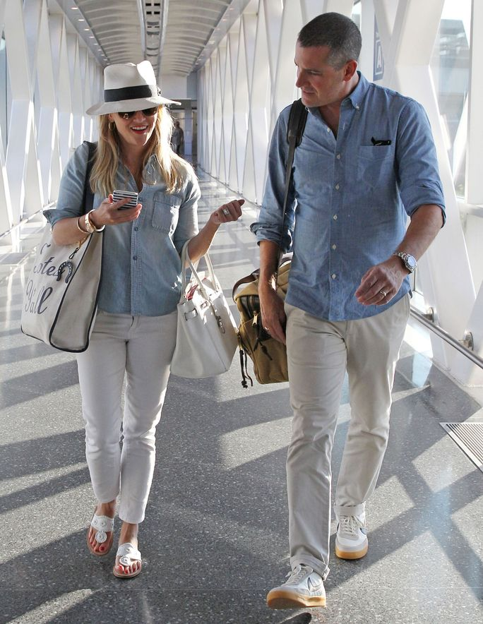 Reese Witherspoon Outfits January 2017