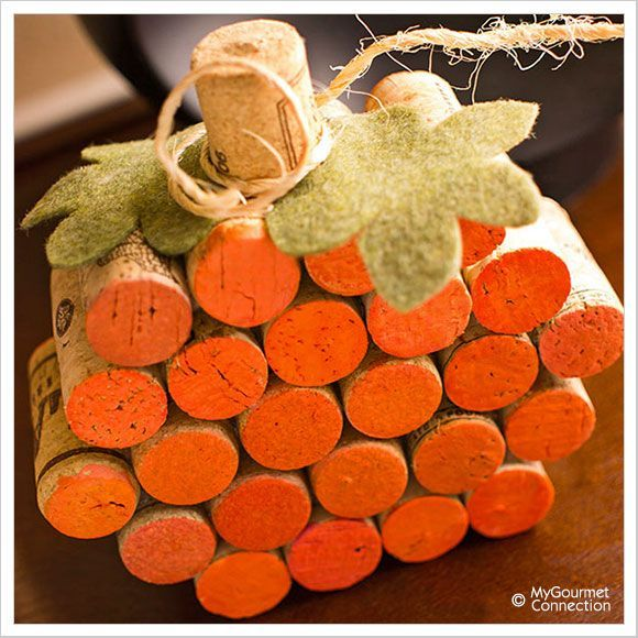 How to Make a DIY Wine Cork Pumpkin. This fall decor idea is adorable!