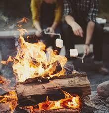 Voor een herfstavond buiten. Maak buiten een gezellig kampvuur en bekijk de ondergaande zon of de sterrenhemel. En samen marshmallows roosteren in het vuur, echt genieten!