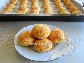 HİNDİSTAN CEVİZLİ KURABİYE Malzemeler: 1 yumurtanın sarısı 1 su bardağı pudra şekeri 1 paket margarin (250 gr) 1 çay bard...