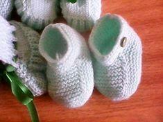 Receita Tricô Fácil Sapatinho em tricô verde para meninos. Lã cisne super bebê, ag. n°03,2 botões. montar 37p na ag. (33p) 1. carr.: e toda...