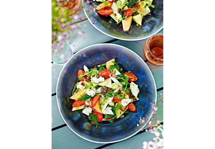 En frisk og sommerlig salat som er rask å lage en varm sommerdag.