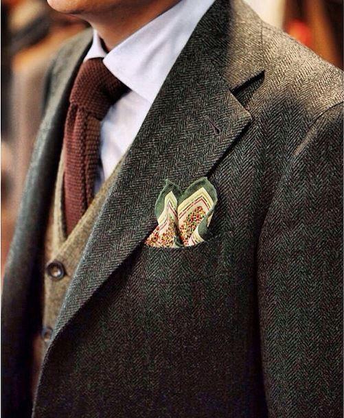 couleur de la nature, les meilleures associations -cravate ocre en tricot -gilet beige/gris -veste à chevrons
