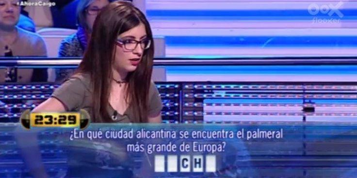 ¿En qué ciudad alicantina se encuentra el palmeral más grande de Europa? Se respuesta era Elche, pero Valeria, la concursante del programa Ahora Caigo en Antena 3, no supo respond